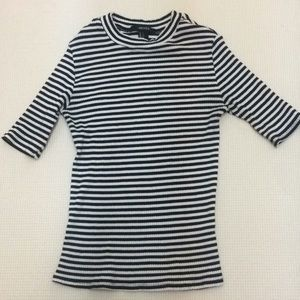 Forever 21 Stripped Top Round Neck. Small, worn.